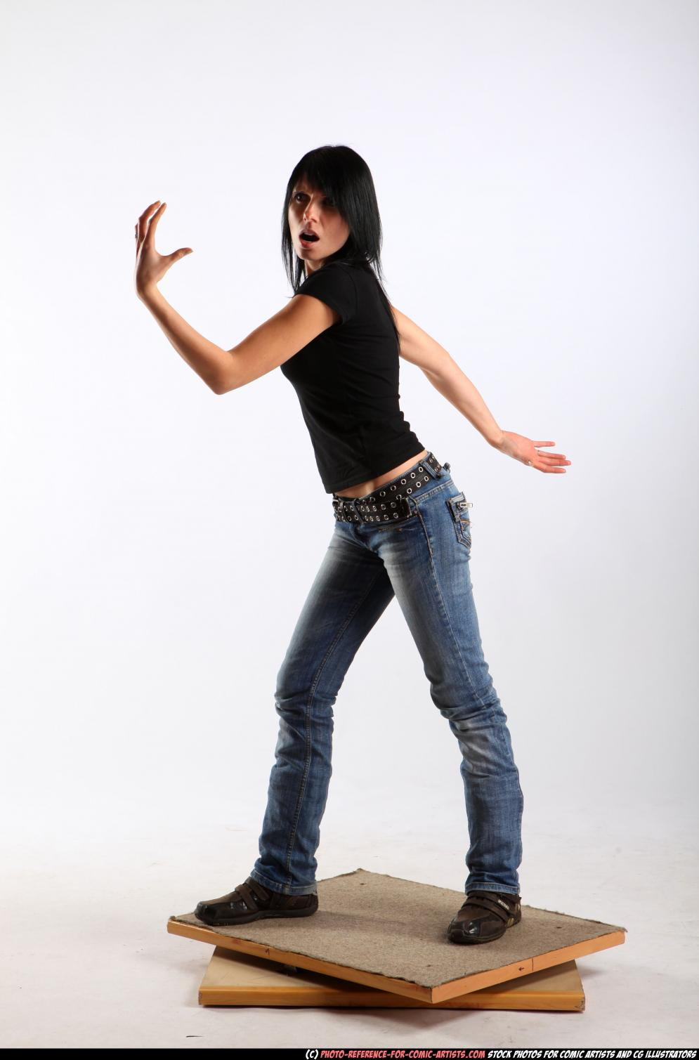 Image from Comic Reference - Female Anatomy - 2010_07_silvia_magic_trick_01.jpg