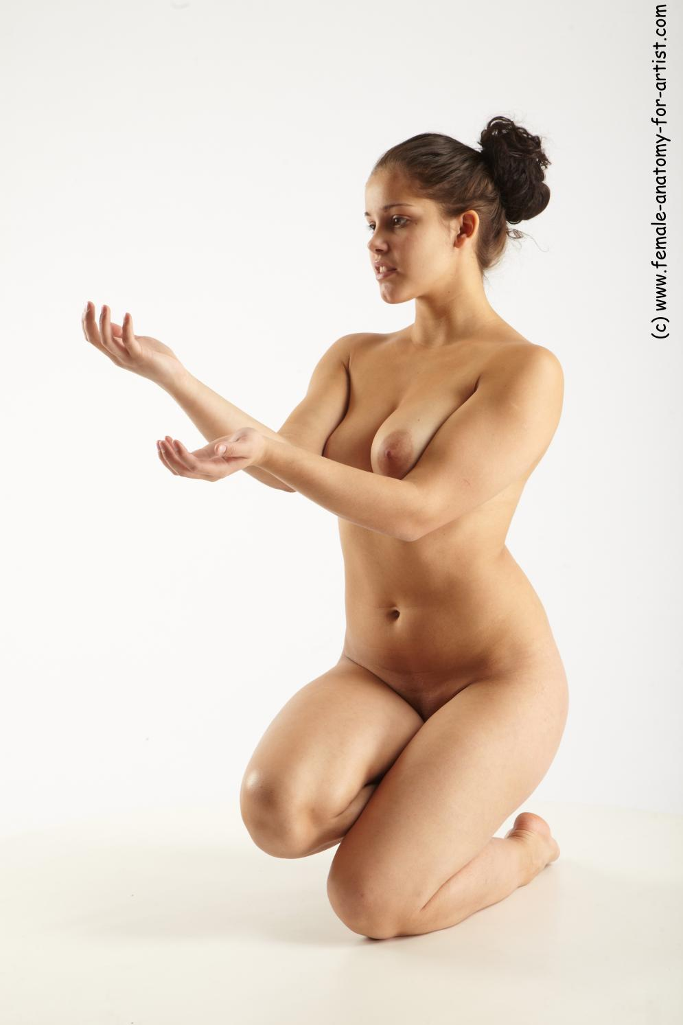 Image from Female-Anatomy-for-Artists.com - johana_kneeling_02.jpg