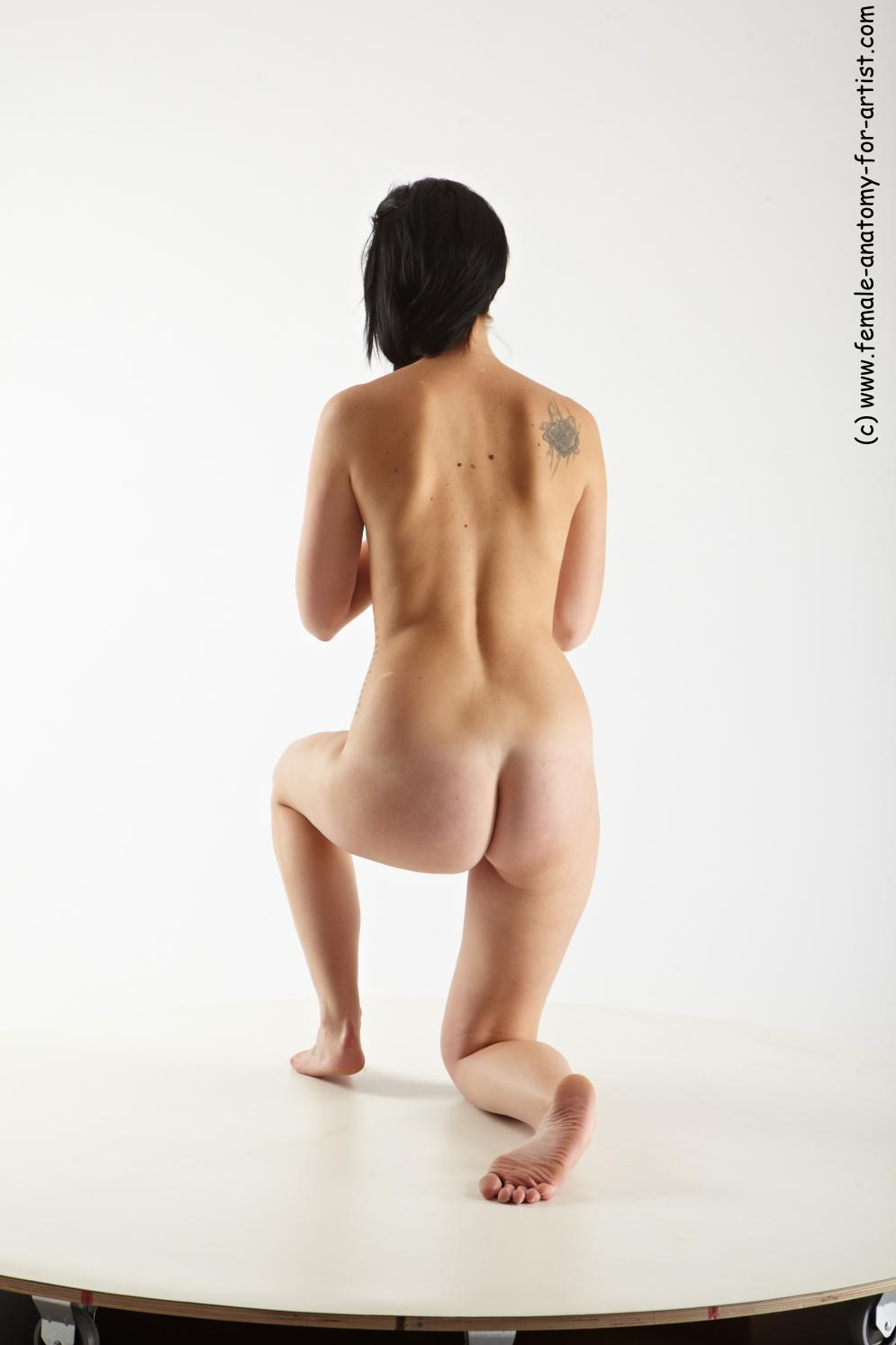 Image from Female-Anatomy-for-Artists.com - martina_kneeling_04.jpg